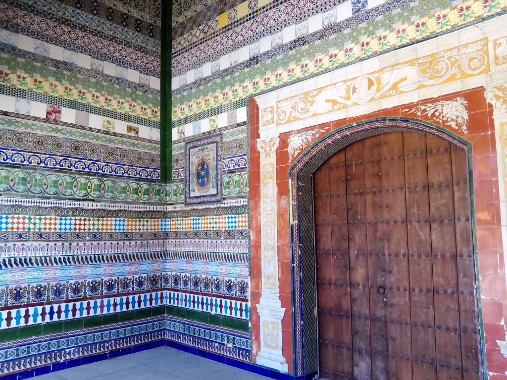 """Le piastrelle o """"azulejos"""" ricordano al visitatore l'antica funzione."""