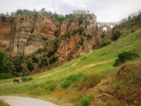 Cosa vedere a Ronda - El Tajo de Ronda e attraversato dal Puente Nuevo.