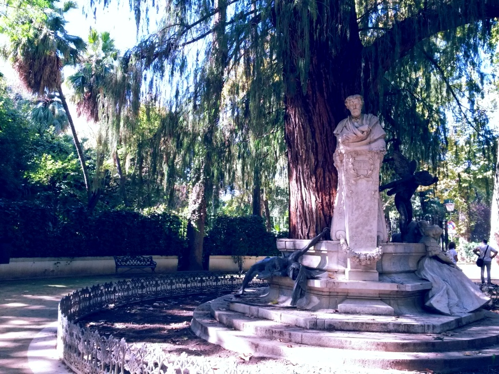 Piazzetta nel Parco Maria Luisa dedicata a Becquer.