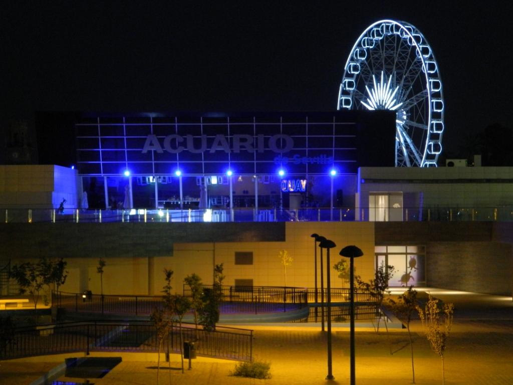 Dove uscire la sera a Siviglia - Il nuovissimo Muelle de las Delicias con la ruota panoramica.