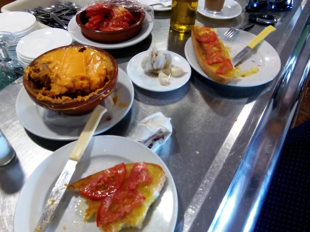 La colazione salata è una delle caratteristiche della dieta andalusa.