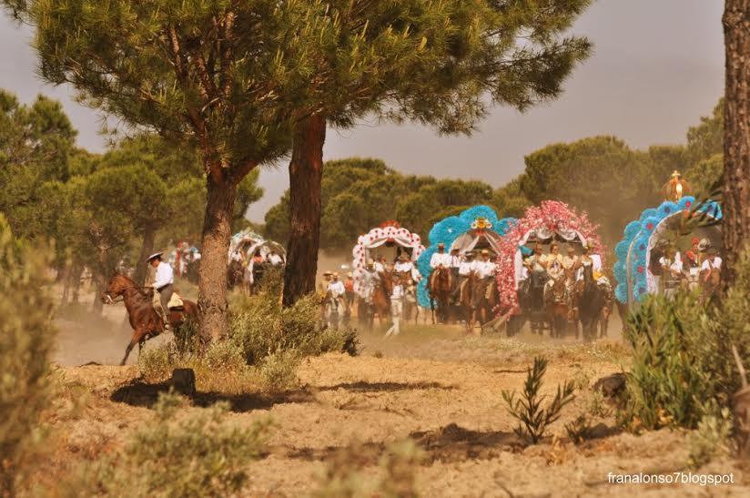 Il tradizionale pellegrinaggio verso El Rocio (franalonso7blogspot – Grazie @sarviponce).