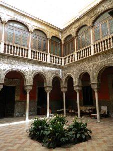 cosa_vedere_siviglia_casa_salinas_cortile_andalusia