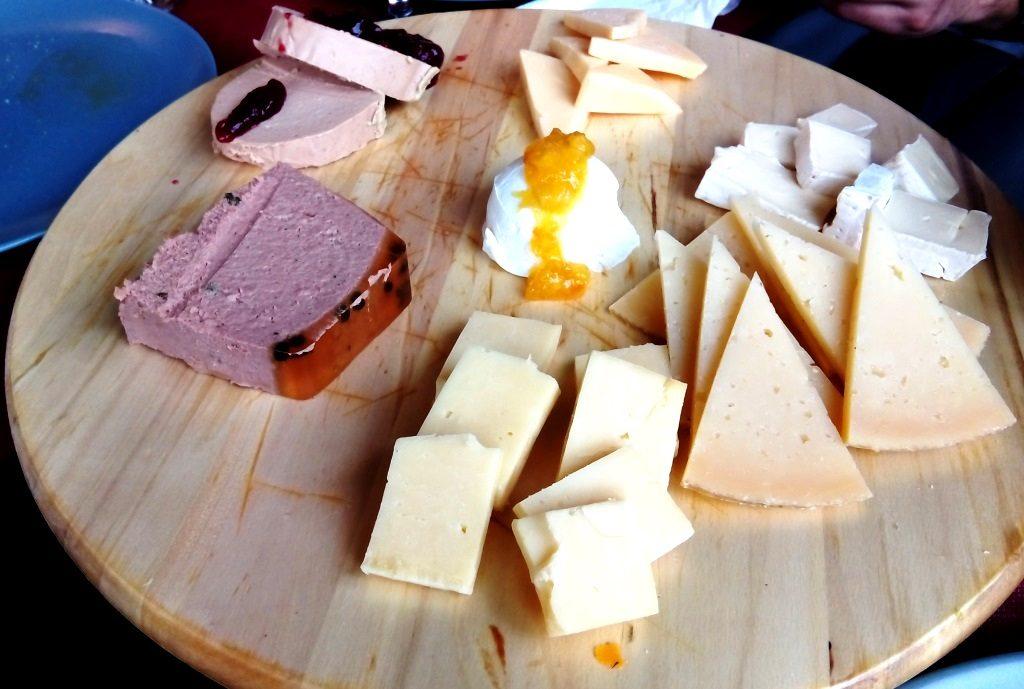cosa_mangiare_andalusia_tapas_formaggio