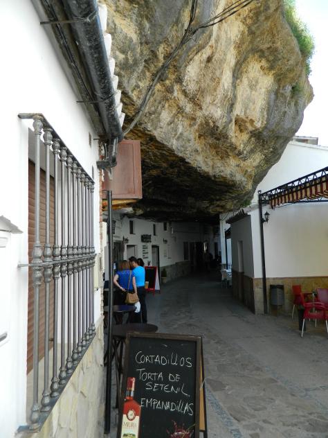 setenil_andalusia_tour_consigli_viaggio_roccia