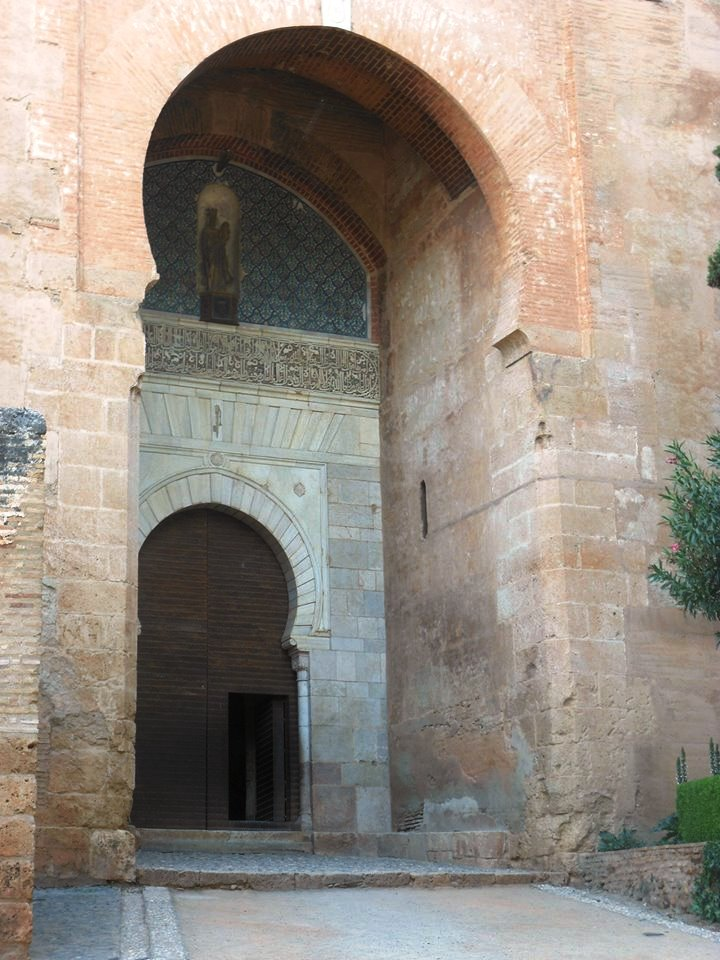 Alhambra_Granada_Andalusia_Tour_On the road