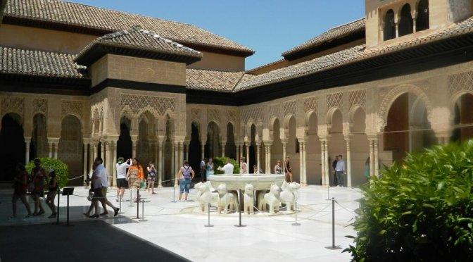 Cosa vedere a Granada: l'Alhambra, tutti i monumenti e piani romantici