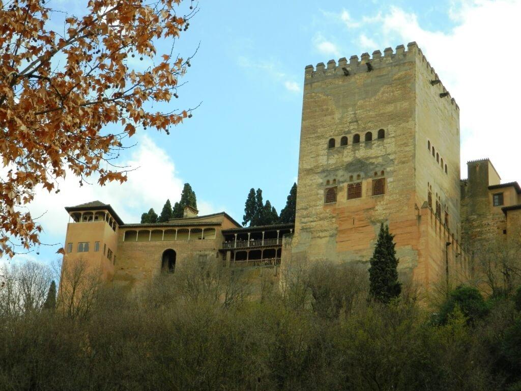 Cosa-vedere-a-Granada_Alhambra_torre-comares