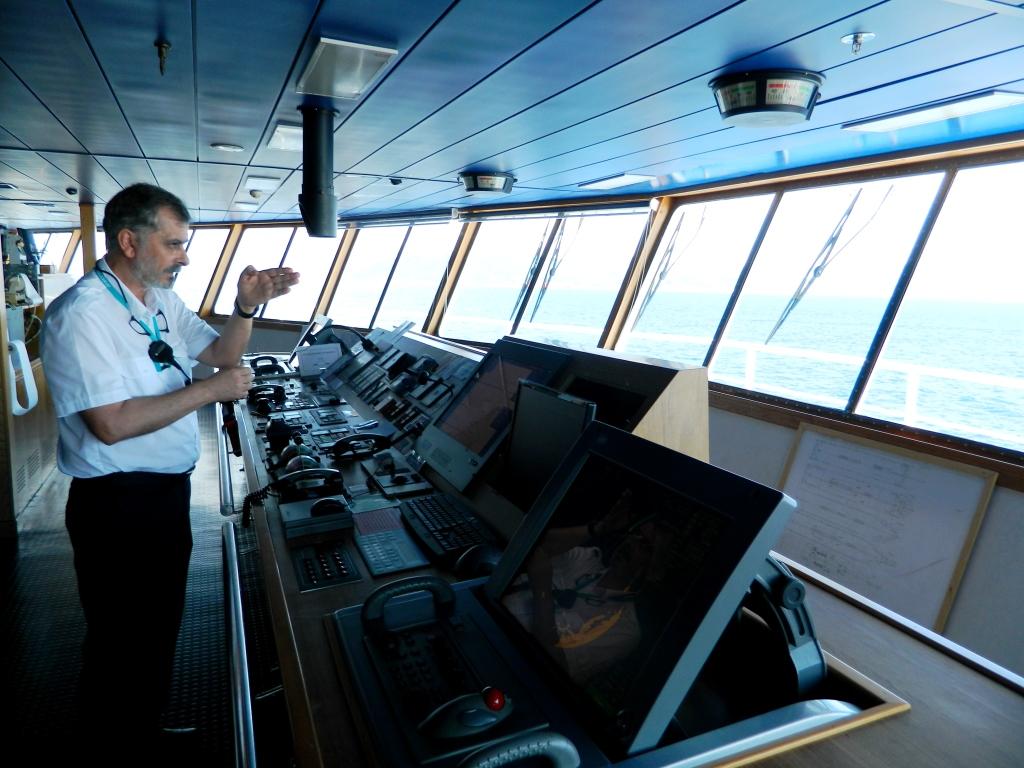 traghetto stretto marocco balearia capitano