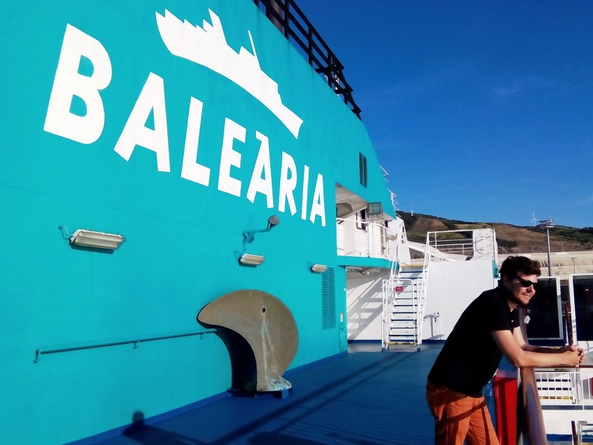 traghetto stretto marocco nave balearia