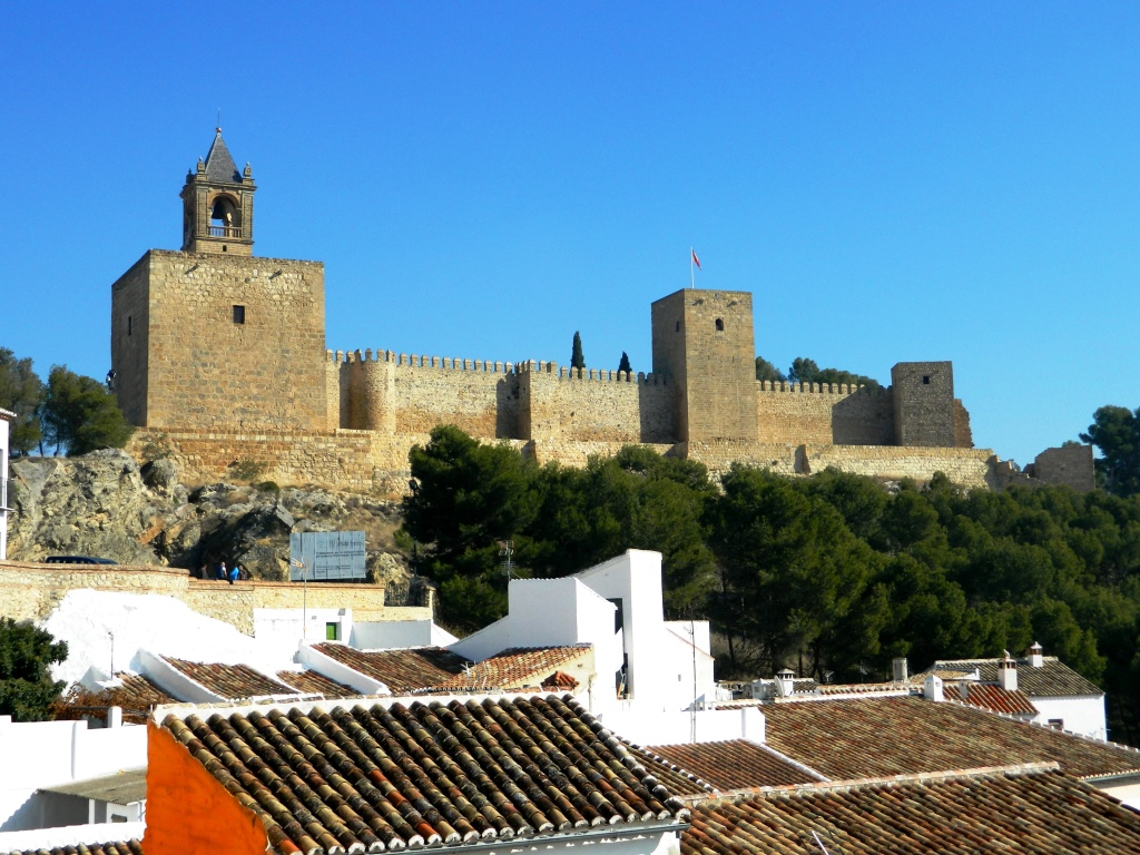 cosa_vedere_antequera_andalusia_dolmen_homenaje_alcazaba