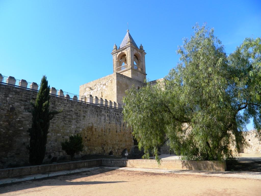 cosa_vedere_antequera_andalusia_dolmen_homenaje_patio_armas